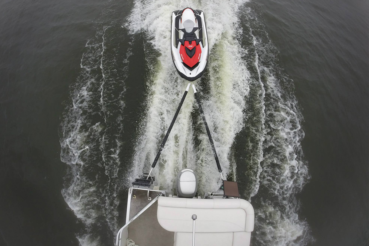 Towing a jet ski behind a pontoon boat with Towdster in-water device