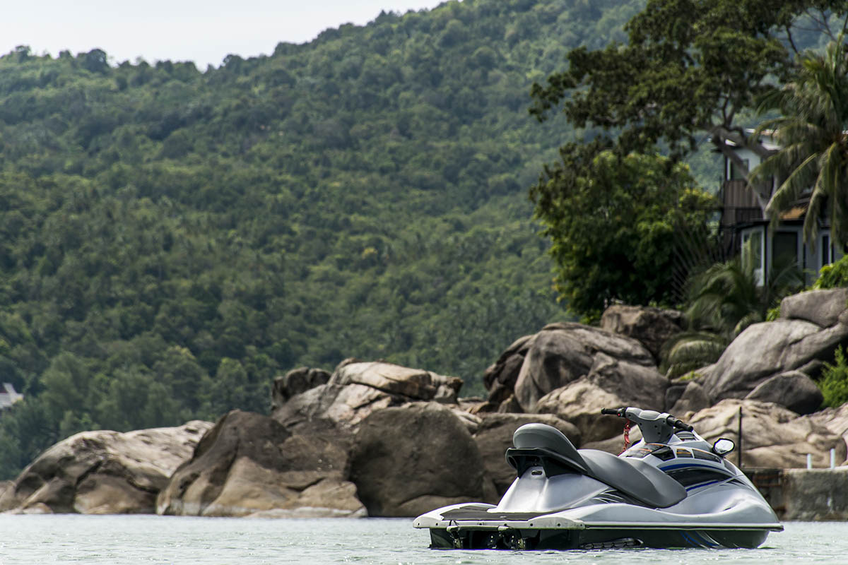 Can you leave a jet ski in the water?